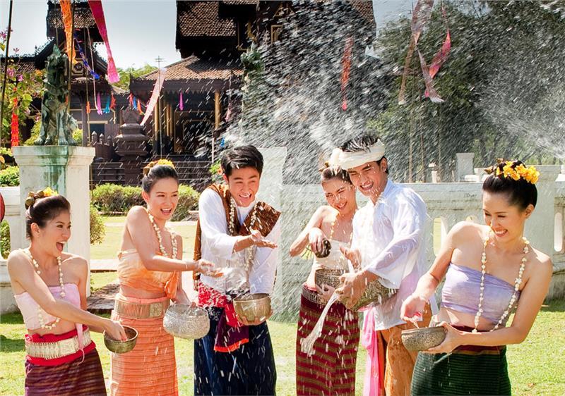 Đến với Thái Lan để tham gia lễ hội té nước của người Thái