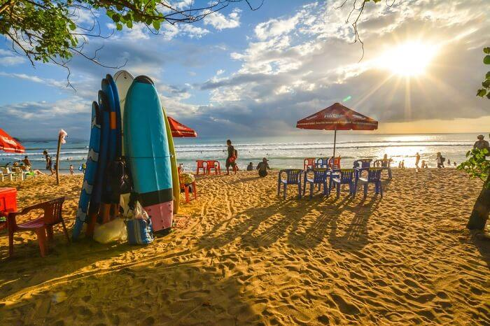 Bãi biển Kuta là sự lựa chọn của nhiều cặp tình nhân