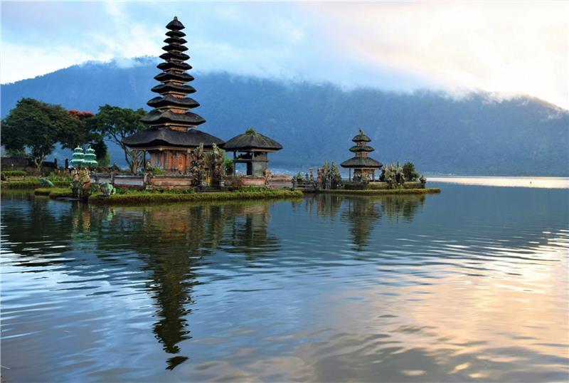 Ngôi đền Pura Bratan đẹp mơ mộng giữa biển nước hiền hòa