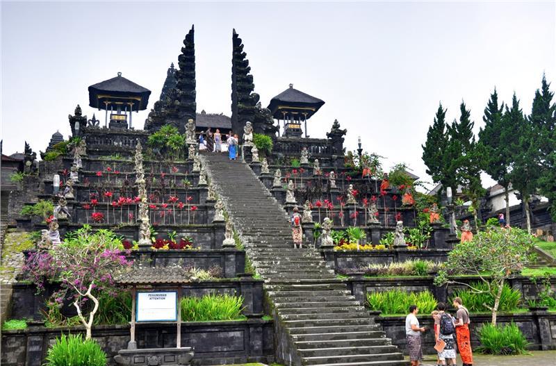 Ngôi đền Besakih nổi tiếng của Bali