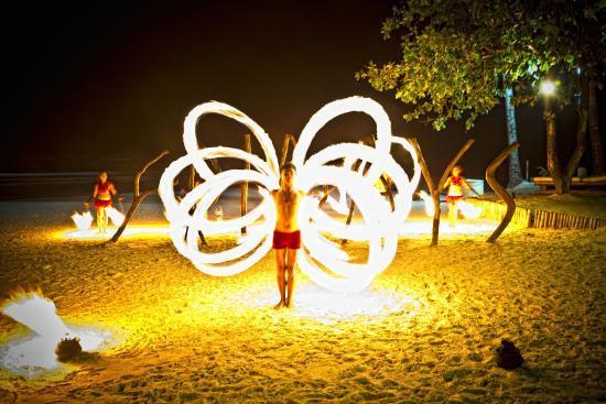 Thưởng thức buổi trình diễn múa lửa ở Boracay