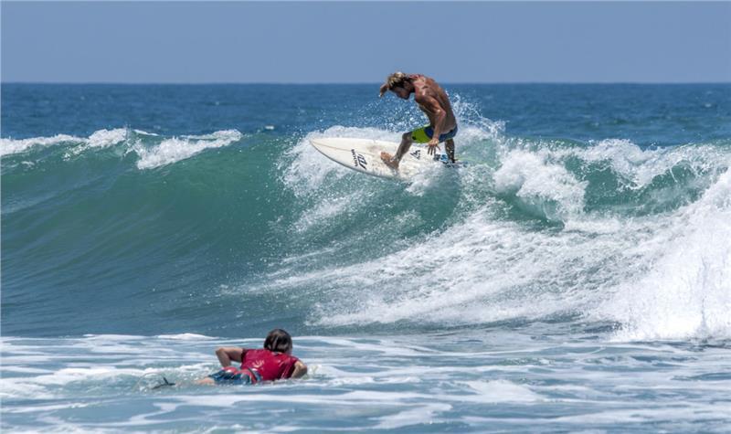 Boracay là một địa điểm yêu thích của các tín đồ lướt sóng