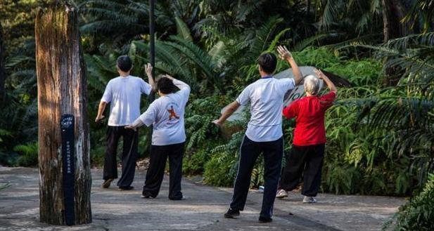 Người dân Singapore tập thể dục nâng cao sức khỏe