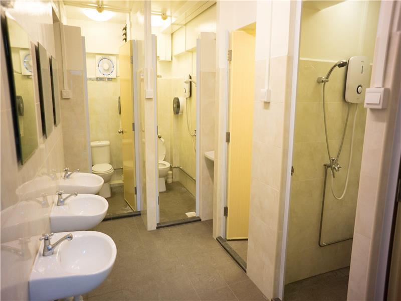 Toilet công cộng cũng sạch sẽ