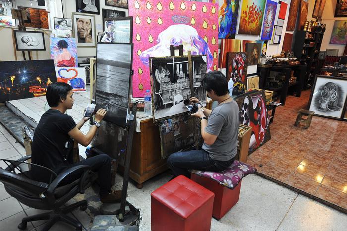 Phòng tranh mini ở chợ đêm Night Bazas