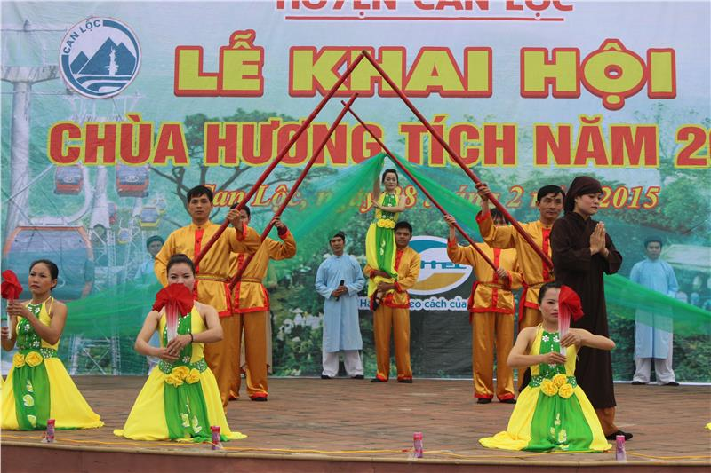 Huong Tich Pagoda festival opening ceremony