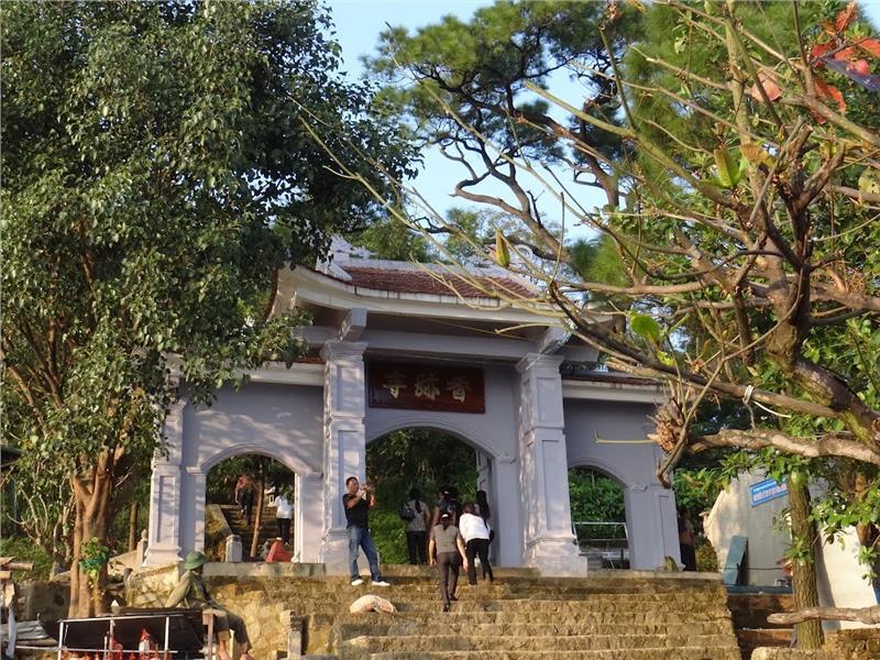 Huong Tich Pagoda in Ha Tinh