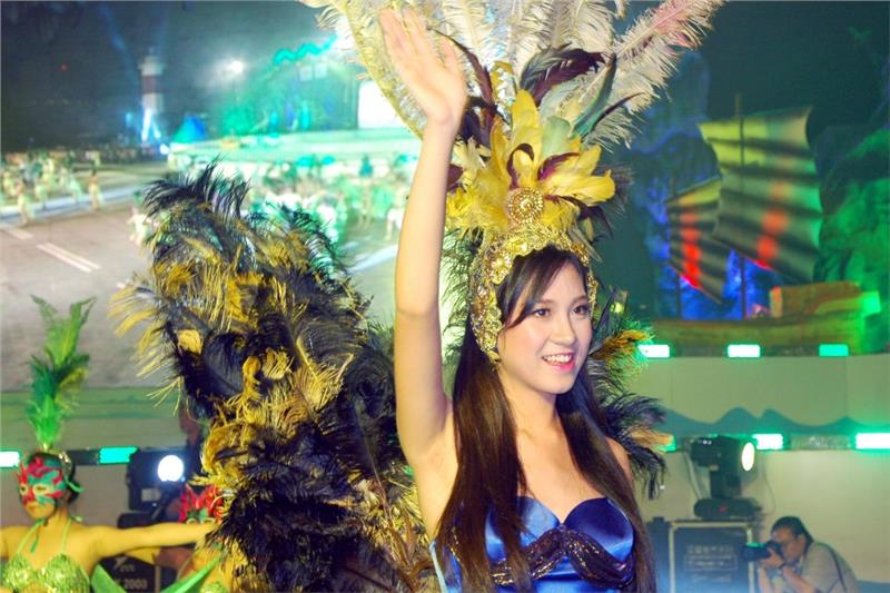 A beautiful actress in Halong Carnival
