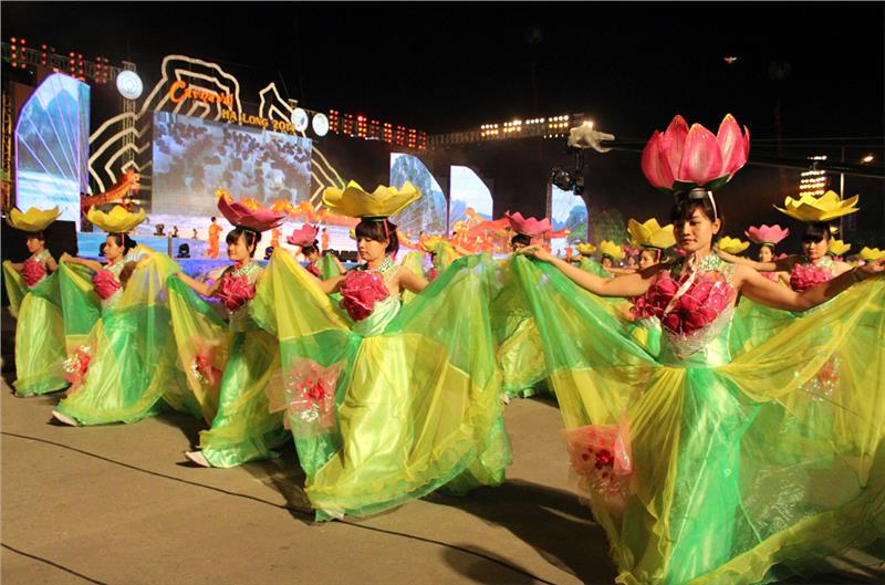 Halong Carnival 2015 booted