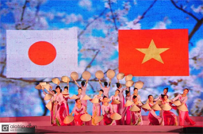 Halong Cherry Blossom Festival 2014 opened