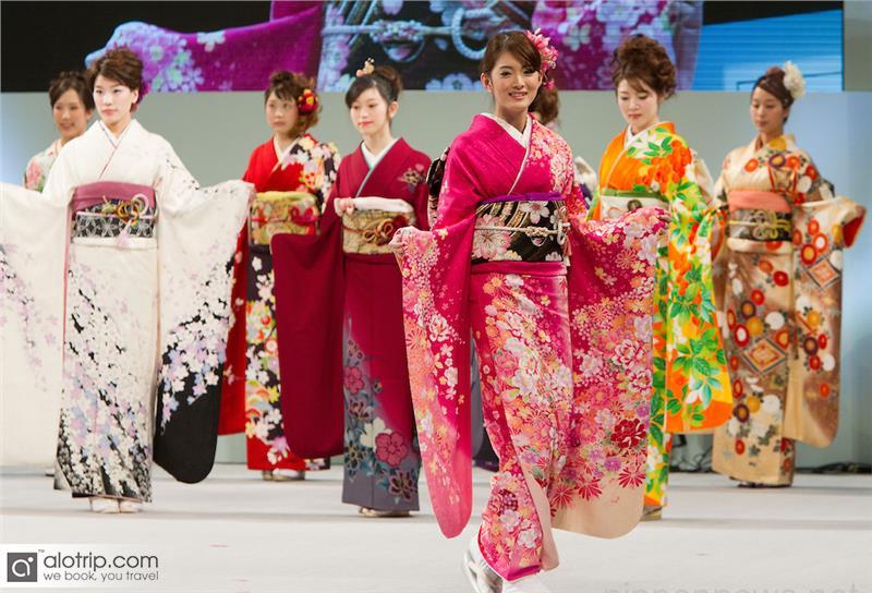 Kimono performance in Halong Cherry Blossom Festival