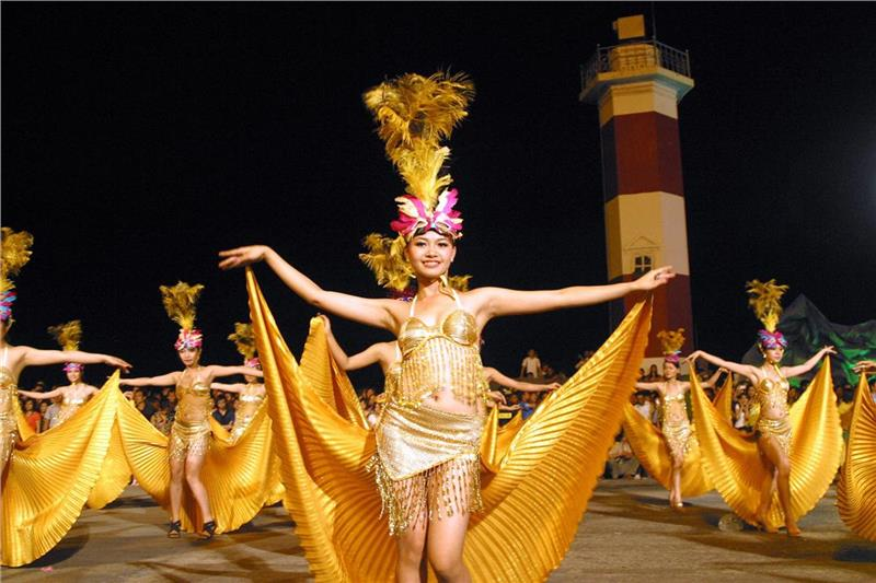Performance in Halong Carnival 2013
