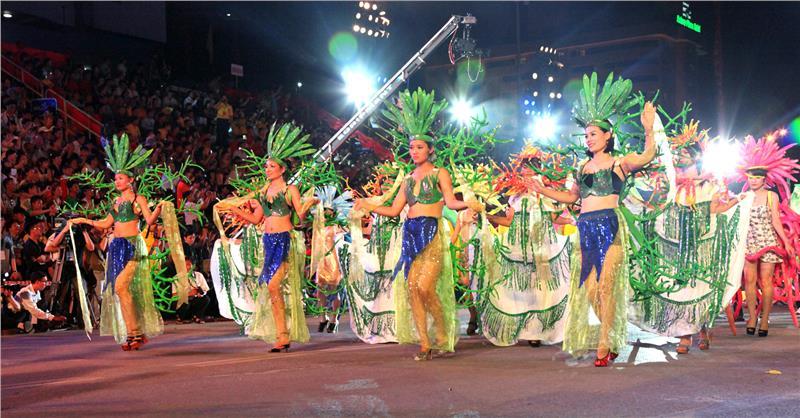 Vivid parade in Halong Carnival