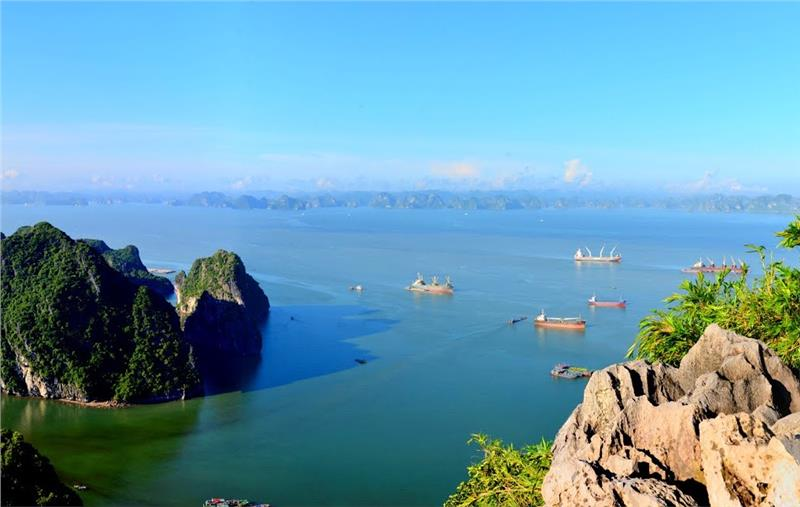 A spectacular Halong Bay view from Bai Tho Mountain