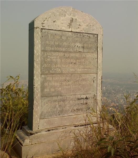 Stele at Bai Tho Mountain