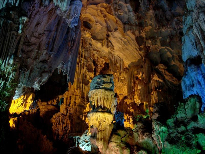 Dau Go Cave in Halong Bay