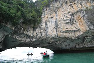 Luon Cave in Halong