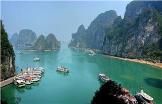 Travel Halong Bay in New Year and experience 8 interesting things