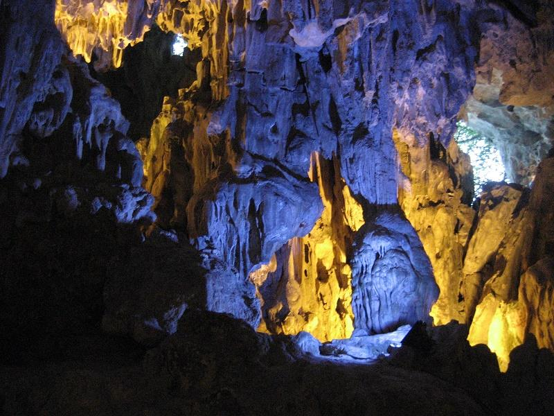 Halong Bay, Amazing Sung Sot Cave