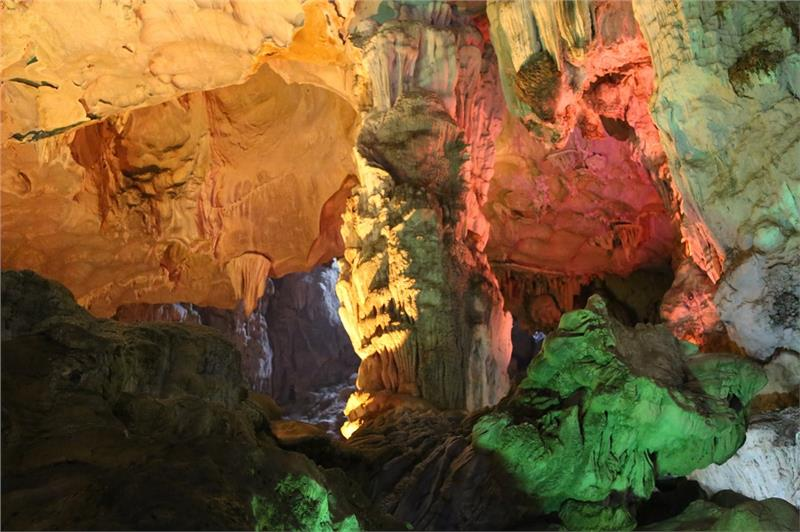 Thien Cung Cave - Magnificent stalactites