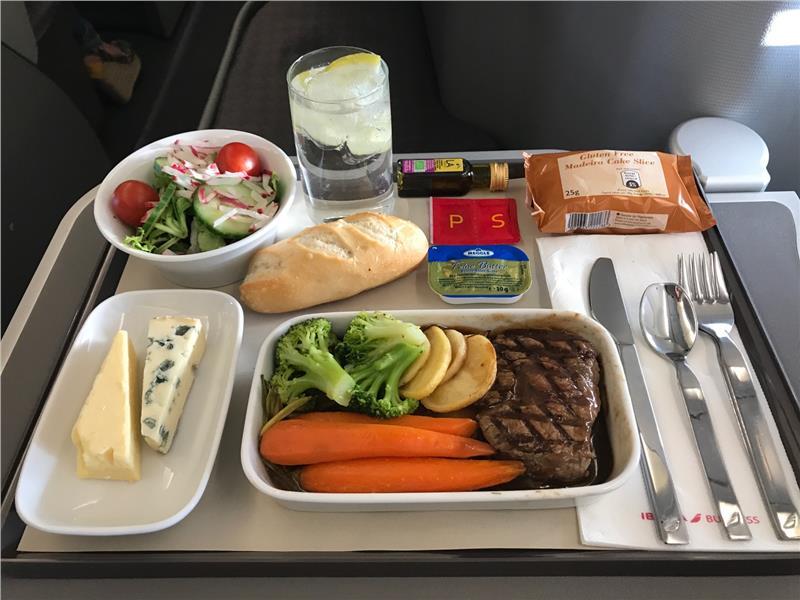 Một suất ăn trên máy bay của hãng hàng không Iberia Airlines