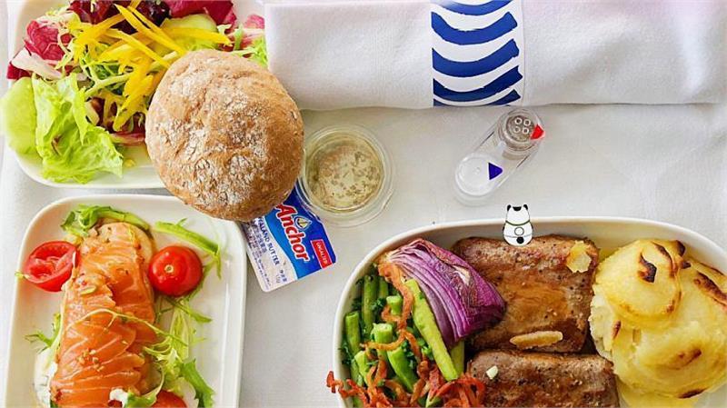 Một suất ăn trên máy bay của hãng hàng không China United Airlines