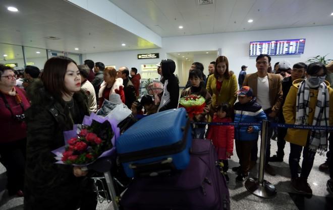 Cách đón người thân ở sân bay Nội Bài