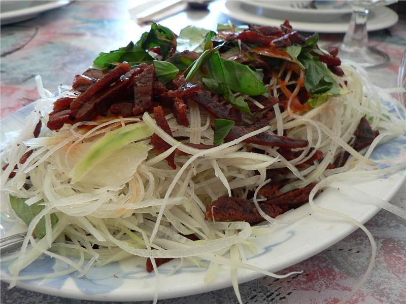 Beef papaya salad