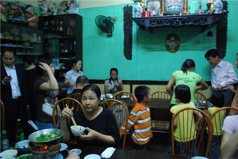 Customers enjoy La Vong grilled fish pies