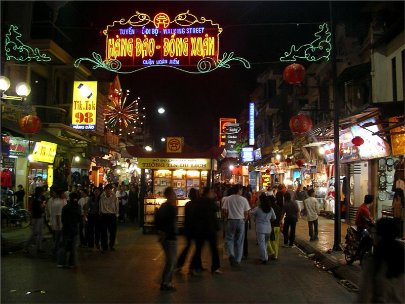 Hang Dao Street at night