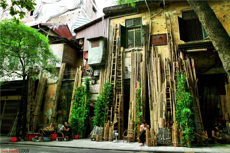Hang Tre Street in Hanoi Old Quarter