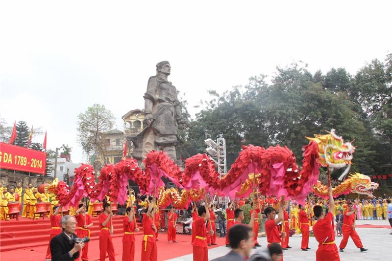 Hanoi Spring Festival opens to welcome New Year