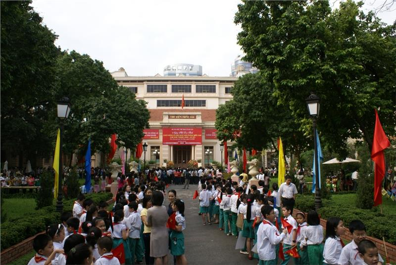 Readers participate in book festival at Vietnam National Library