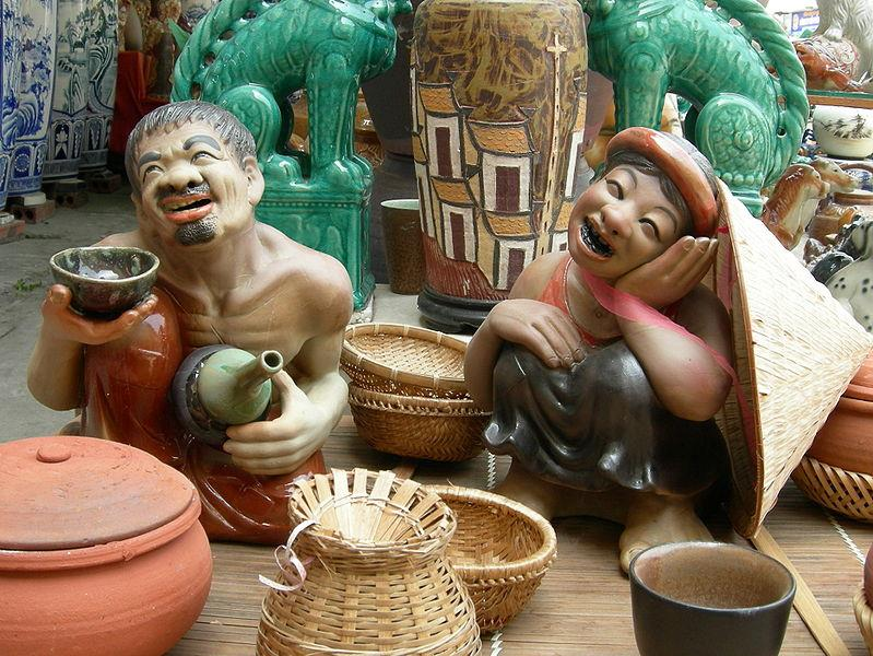Ceramic statue of Chi Pheo and Thi No, Bat Trang Porcelain
