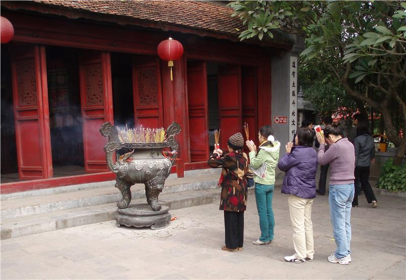 Local people worshipping in Ngoc Son Temple