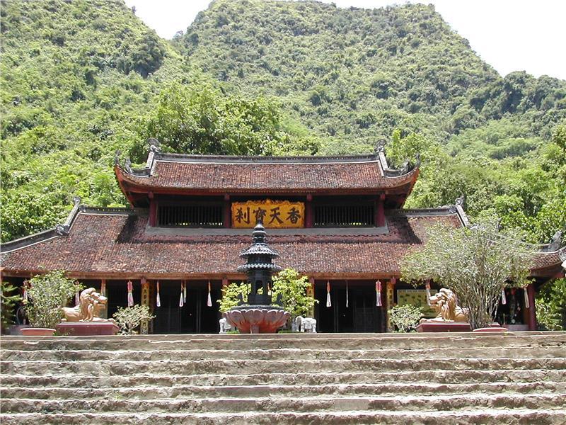 Thien Tru Pagoda in Perfume Pagoda complex