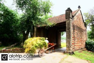 Duong Lam Village & Ancient Houses