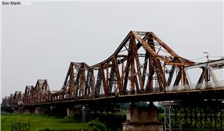 Hanoi travel to Long Bien Bridge