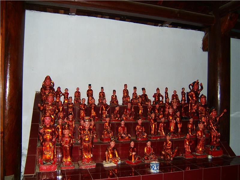 Statues in Tram Gian Pagoda