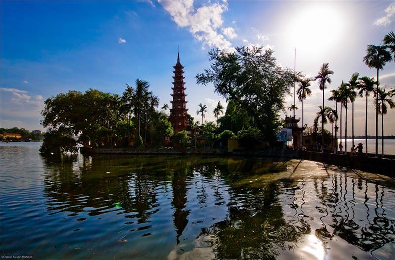 Tran Quoc Pagoda by night