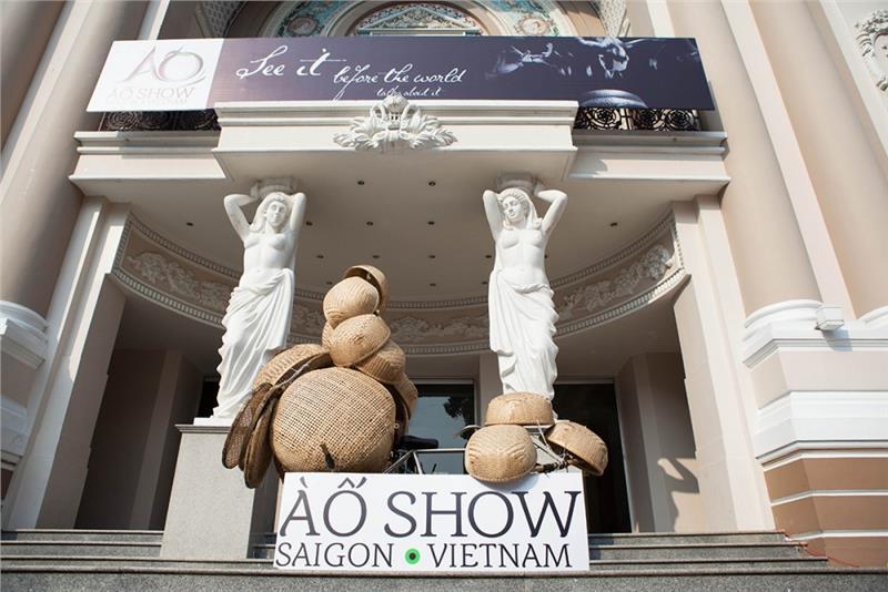 A O Show Saigon