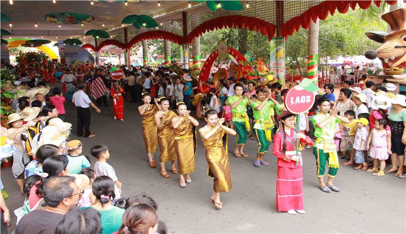 Teams in the Southern Fruit Festival