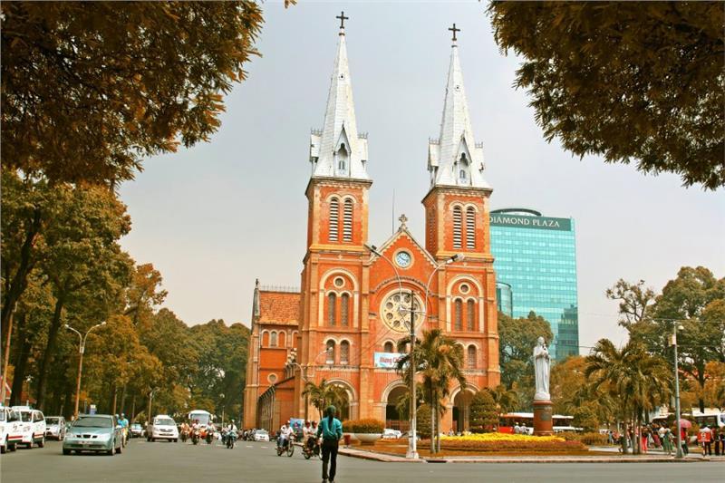 Khung cảnh nhà thờ lớn Sài Gòn