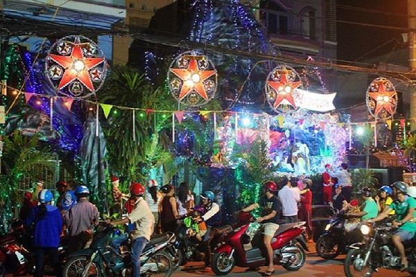 noel 2018 saigon Exploring radiant and boisterous Noel in Ho Chi Minh City noel 2018 saigon