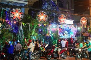 Exploring radiant and boisterous Noel in Ho Chi Minh City