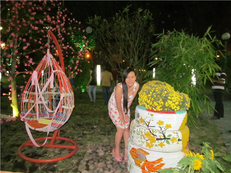 Visitor took picture at Phu My Hung Flower Fair