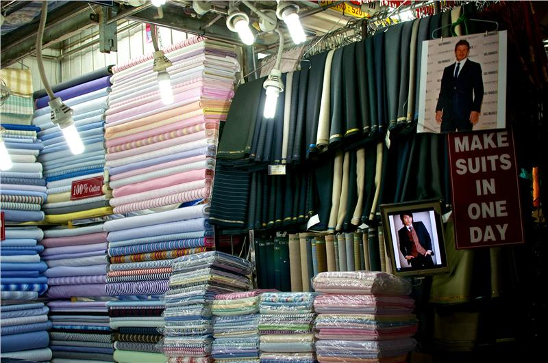 Make suits in one day in Ben Thanh Market