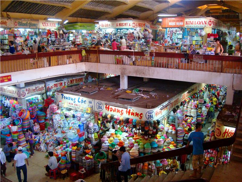 Small stalls inside Binh Tay Market