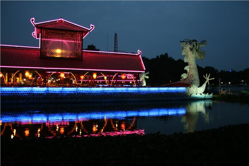 Dam Sen Park at night