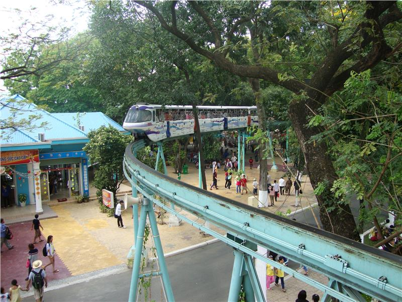 Monorail in Dam Sen Park